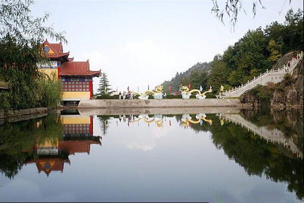 集森林公园,风景名胜旅游区,温泉度假村于一体,2012年1月被评为国家4a